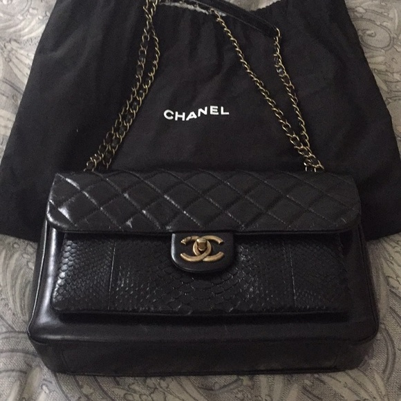 1613d0bc7293 CHANEL Handbags - Chanel Crossbody Bag